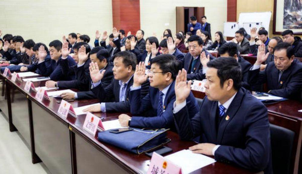 县十五届人大四次会议主席团召开第二次会议