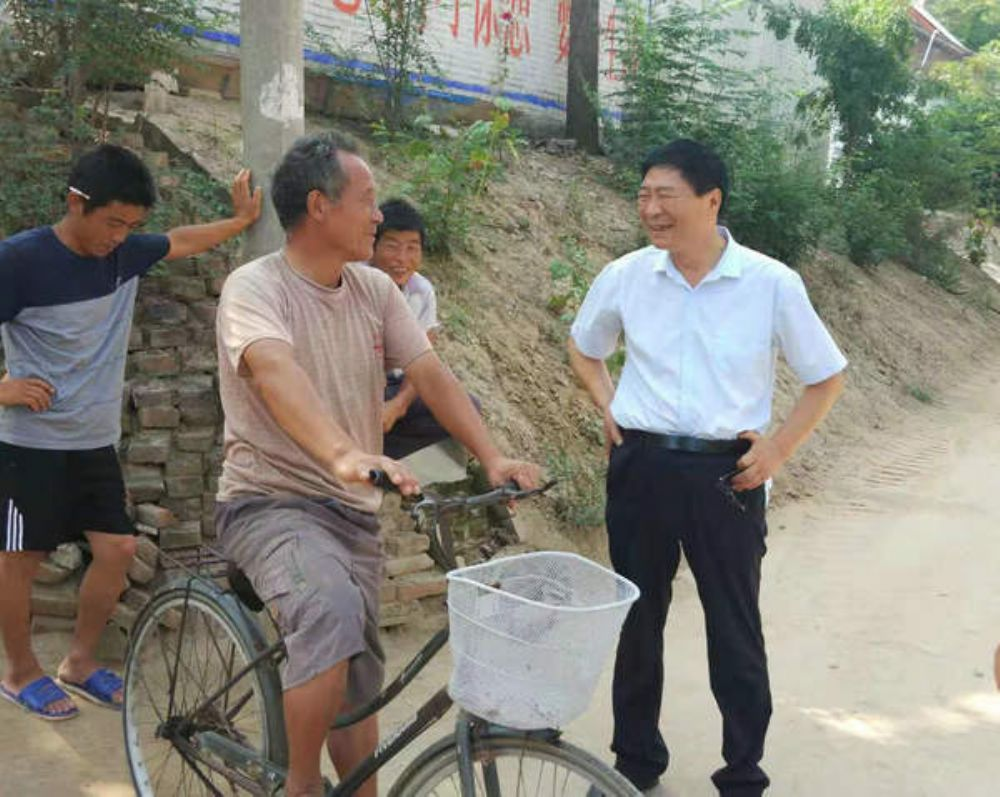 县人大副主任张宏江到王称堌马张庄村检查指导扶贫工作